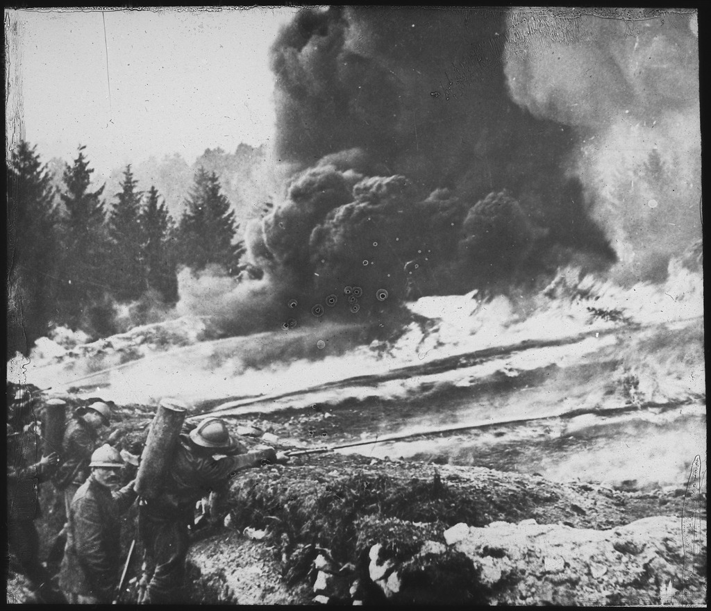 French_soldiers_making_a_gas_and_flame_attack_on_German_trenches_in_Flanders._Belgium.,_ca._1900_-_1982_-_NARA_-_530722.tif