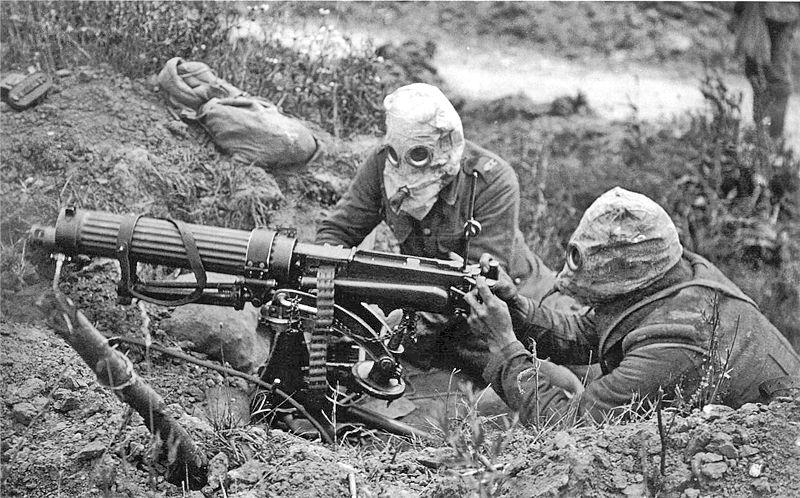 WW1 800px-Vickers_machine_gun_crew_with_gas_masks