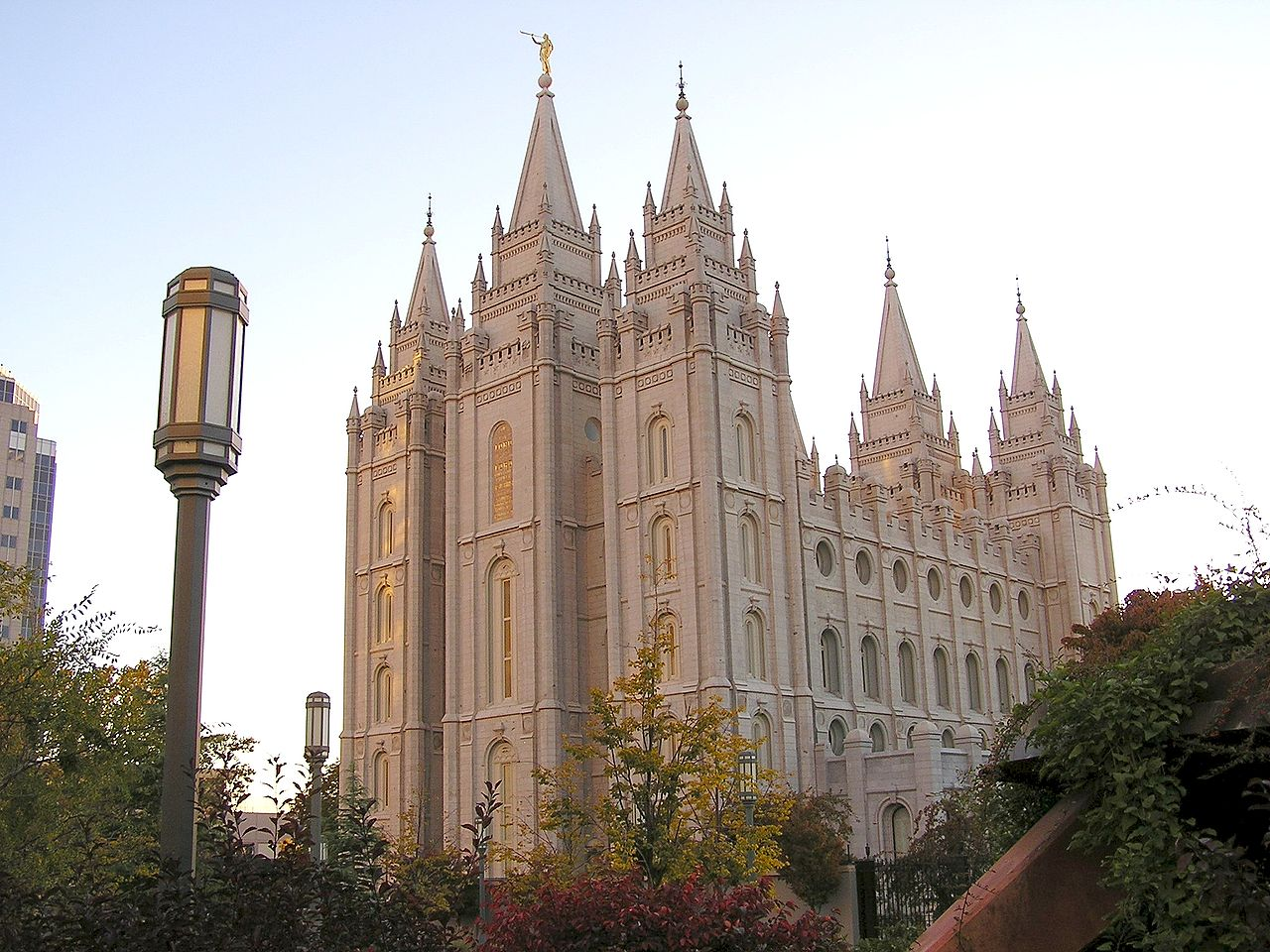 SLC 1280px-Temple_Square_October_05_(8)_c
